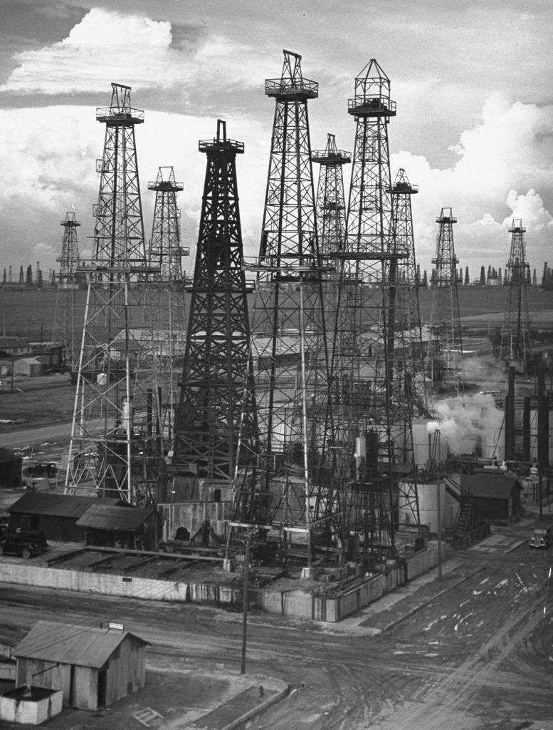Oil wells near Los Angeles, California. (Photo by Horace Bristol/The LIFE Picture Collection © Meredith Corporation)