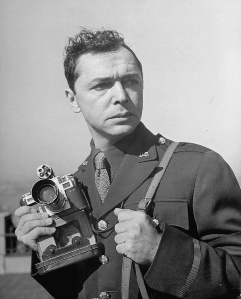 Eliot Elisofon on assignment during WWII. (Photo by Alfred Eisenstaedt/The LIFE Picture Collection © Meredith Corporation)