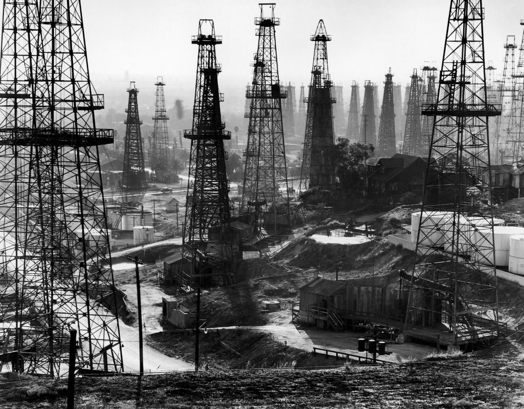 Forest of wells, rigs and derricks crowd the Signal Hill oil fields. (Photo by Andreas Feininger/The LIFE Picture Collection © Meredith Corporation)