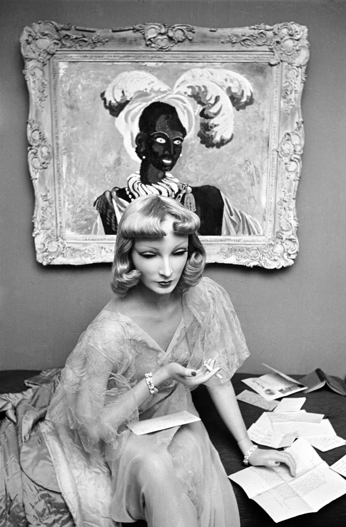 Cynthia the mannequin relaxes at Lester Gaba's apartment in New York in 1937. One of Gaba's paintings is behind her on the wall.