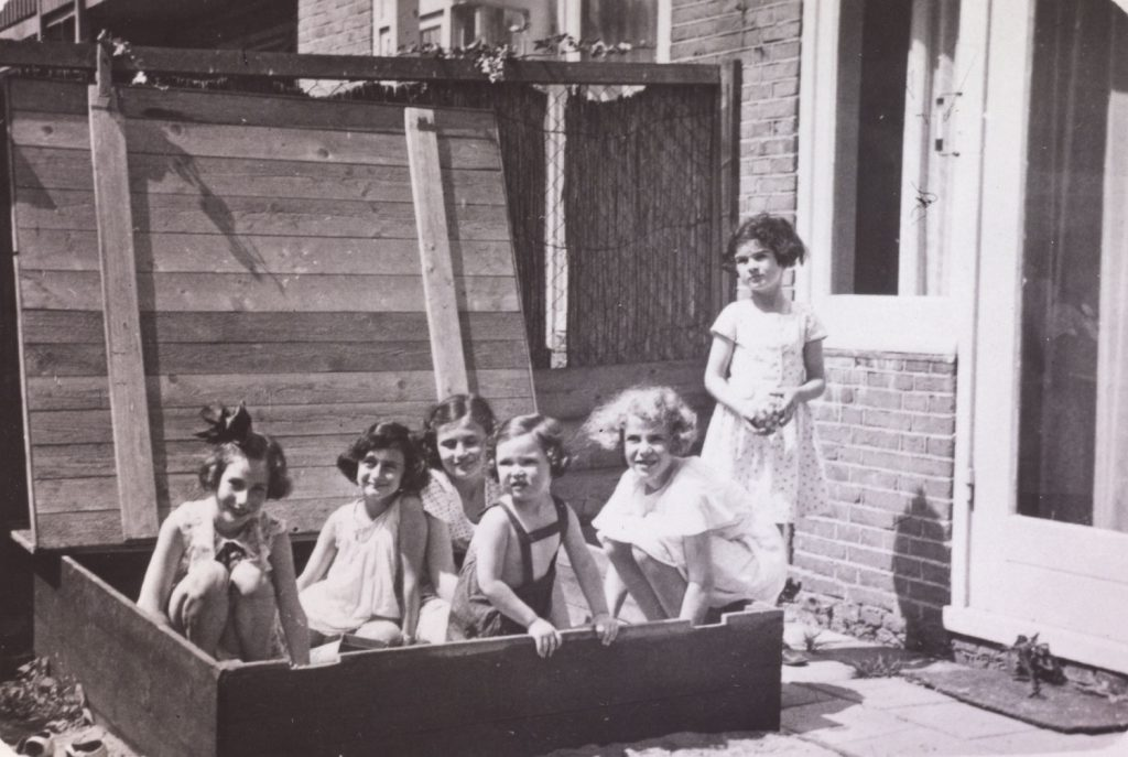 """Left to right: Hanneli Goslar (a.k.a., """"Lies Goosens"""" in early editions of the Diary), Anne Frank, Dolly Citroen, Hannah Toby, Barbara Ledermann and Susanne Ledermann (standing), Amsterdam, 1937."""