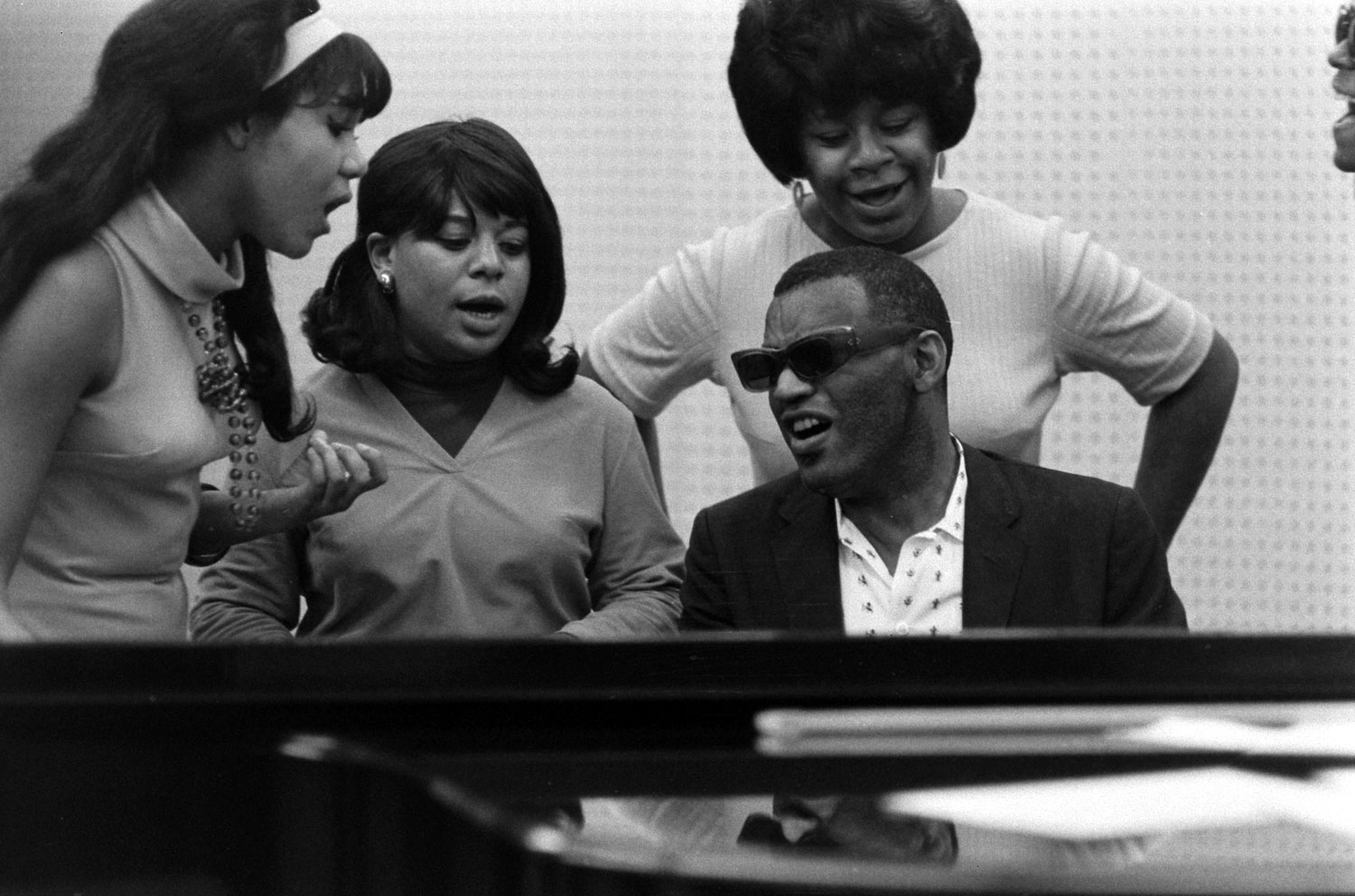 Ray Charles and the Raelettes, 1966.