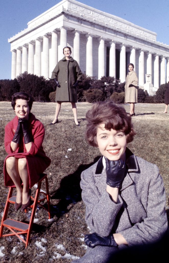 How to be a pretty girl and work in Washington, 1962 photo essay.