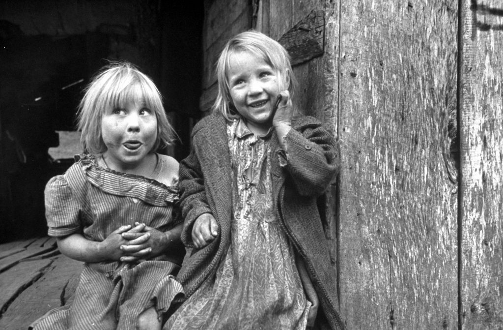 Four year old Flora and her sister Jacqueline Couch in Leslie Country, Kentucky, 1949.