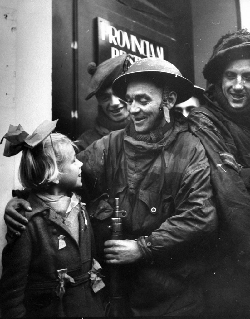 A Scotch tommy making friends with a little Dutch girl, 1944.